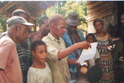 Umuin men read letter