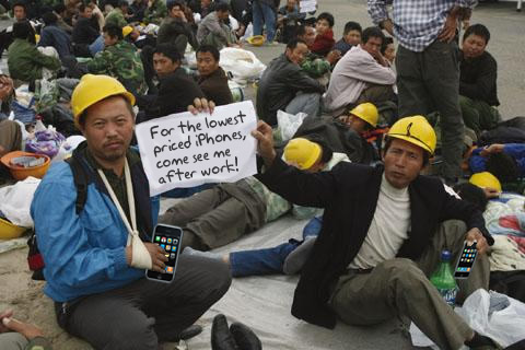 Chinese-workers-steal-iphones