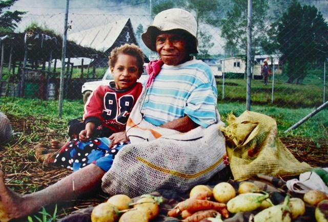Grandma and child - Tekin 2002