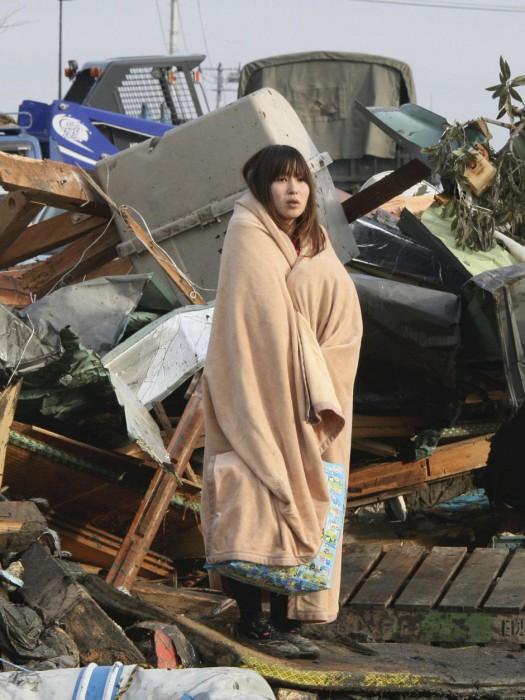 Japanese-earthquake-tsunami-2011-images-525x700