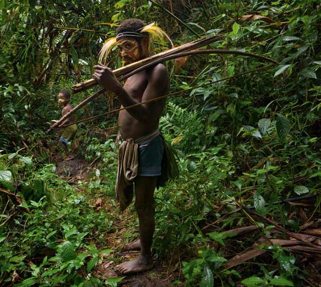 01-meakambut-man-holds-spear-arrows-670
